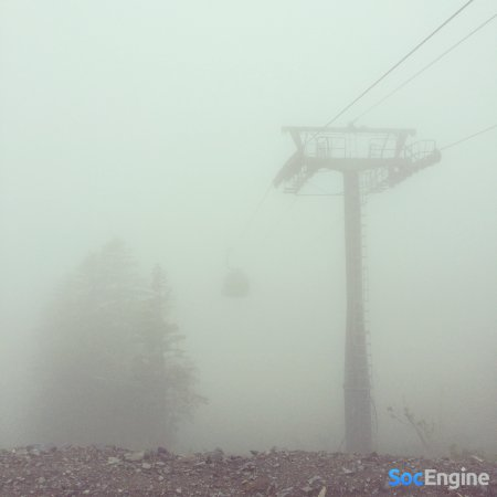 Вокруг туман и прохладно, а в городе очень душно