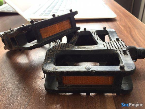 GT Aggressor 1.0 с заводскими педалями